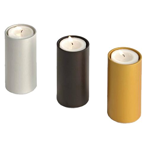 Urnes funéraires avec bougies